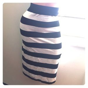 💕H&M black n grey striped pencil skirt size L🍁